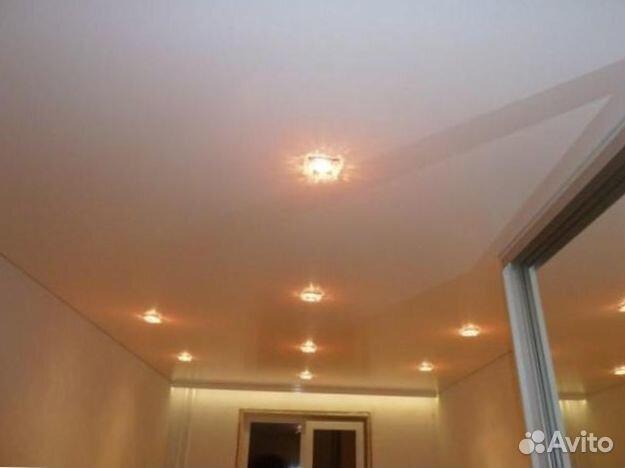 Одноуровневый потолок из гипсокартона с подсветкой