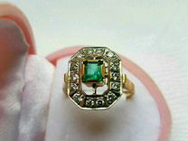 Перстень с бриллиантами и изумрудом